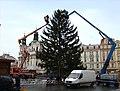 Praha, Staré Město, Staroměstské náměstí, instalace vánočního stromu 2010 II.jpg
