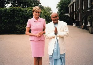 English: Princess Diana meeting with Sri Chinm...