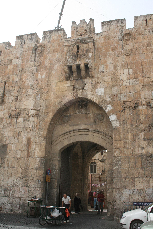 Puerta de los leones jerusal n wikipedia la for Puertas 3 de febrero
