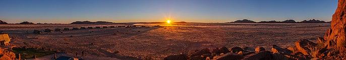 Puesta de sol, desierto de Namib, Namibia, 2018-08-05, DD 84-90 PAN.jpg