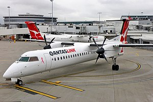 QantasLink (Sunstate Airlines) De Havilland Canada DHC-8-402Q Dash 8 SYD Koch.jpg