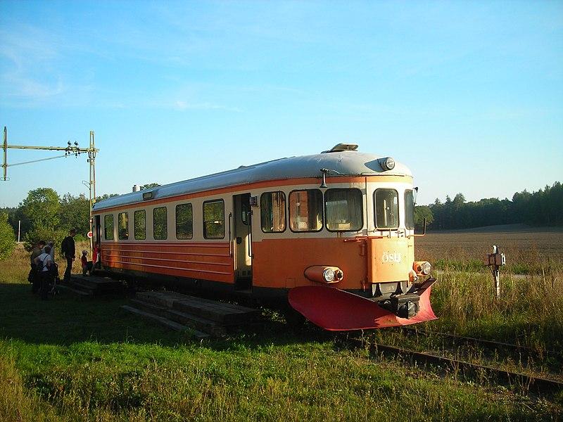 File:Rälsbussen i Taxinge-Näsby.jpg