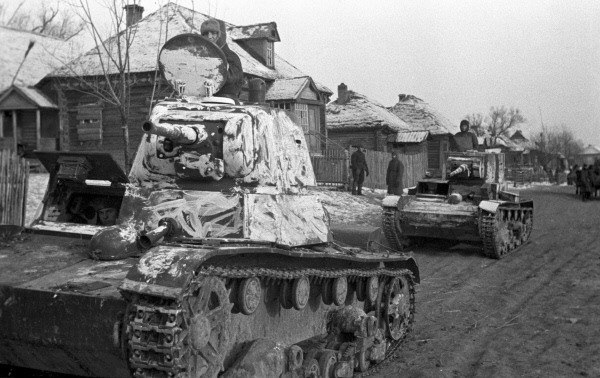 RIAN archive 2551 Tanks in a liberated village
