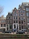 foto van Smal huis met afgeknotte klokgevel thans afgedekt door een lijstje