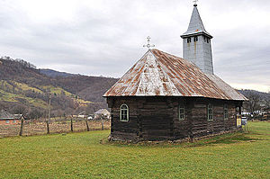RO MM Ruscova wooden church 1.jpg