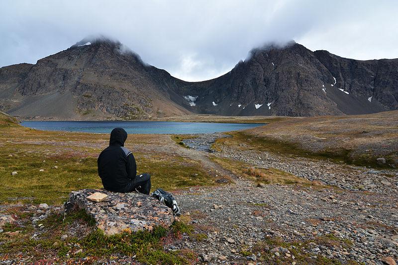 File:Rabbit Lake and the Suicide Peaks. Chugach State Park, Alaska.jpg