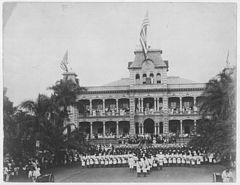 Raising of American flag at Iolani Palace with US Marines in the foreground (PP-36-1-018).jpg