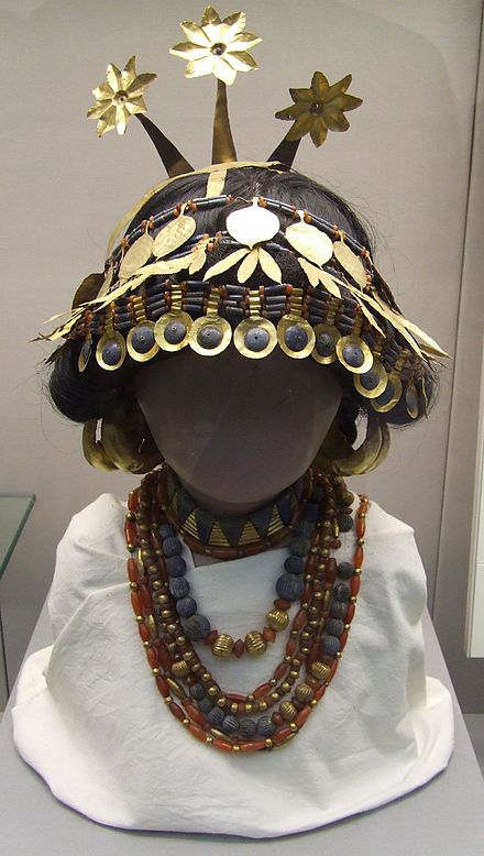 A reconstruction in the British Museum of headgear and necklaces worn by the women at the Royal Cemetery at Ur. Reconstructed sumerian headgear necklaces british museum.JPG