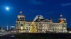 Reichstagsgebäude mit Weihnachtsbaum bei Nacht, Berlin, 151223, ako.jpg