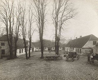 Rolighed (Frederiksberg) - The adjacent farm buildings photographed by Johannes Hauerslev in the 1900s