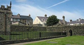 Caer Gybi (fort) - Roman Wall surrounding St Cybi's Church