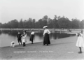 Round Pond at Kensington Gardens in about 1905.png