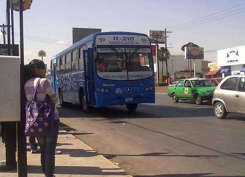 Andar de ônibus em Monterrey