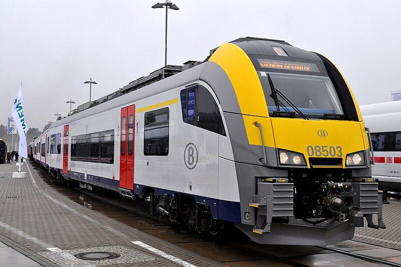 SNCB voyager avec le train 800px-SNCB_08503_1