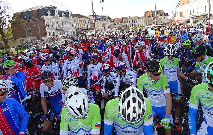 Saint-Amand-les-Eaux - Paris-Roubaix juniors, 10 avril 2016, départ (C19).JPG