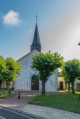 Saint Martin church of Monthou-sur-Bièvre 03.jpg