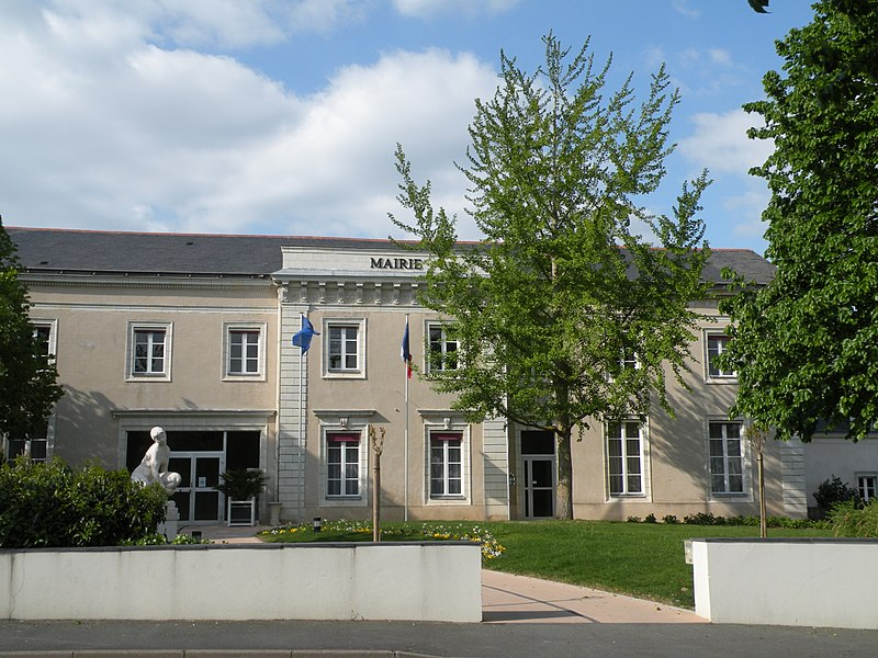 Town hall of Sainte-Gemmes-sur-Loire.
