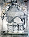 Sarcophagus and canopy of the tomb of Can Mastino II.jpg
