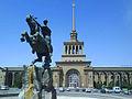 SasuntsiDavid y estacion de tren Yerevan.JPG