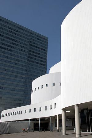 Düsseldorfer Schauspielhaus - The theatre juxtaposed to the Dreischeibenhaus, in 2012