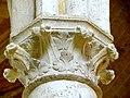 Soissons (02), abbaye Saint-Jean-des-Vignes, réfectoire, chapiteau du 7e pilier libre (du sud au nord).jpg