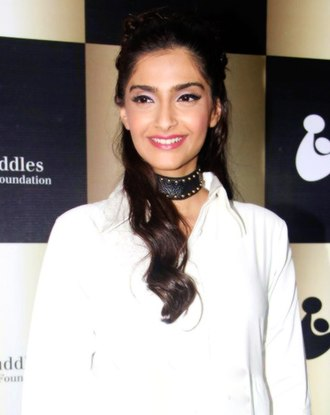 Sonam Kapoor - Kapoor attends a Cuddles Foundation fundraiser in August 2016