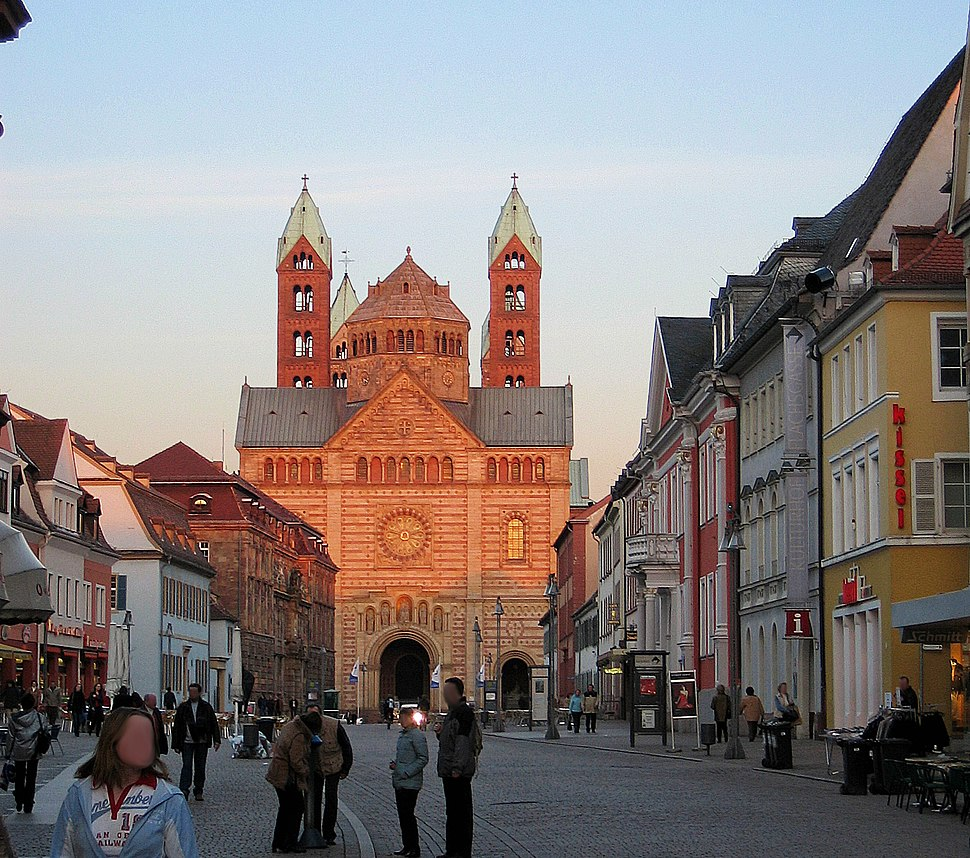 Speyer: Maximilianstraße with cathedral in the background