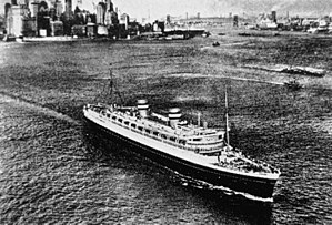 SS Nieuw Amsterdam (1937) - Image: State Lib Qld 1 147027 Nieuw Amsterdam in New York