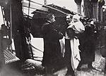 """Statsminister Christian Michelsen mottar kong Haakon 7 og kronprins Olav ombord det norske marinefartøyet """"Heimdal"""", 25. november 1905.jpg"""