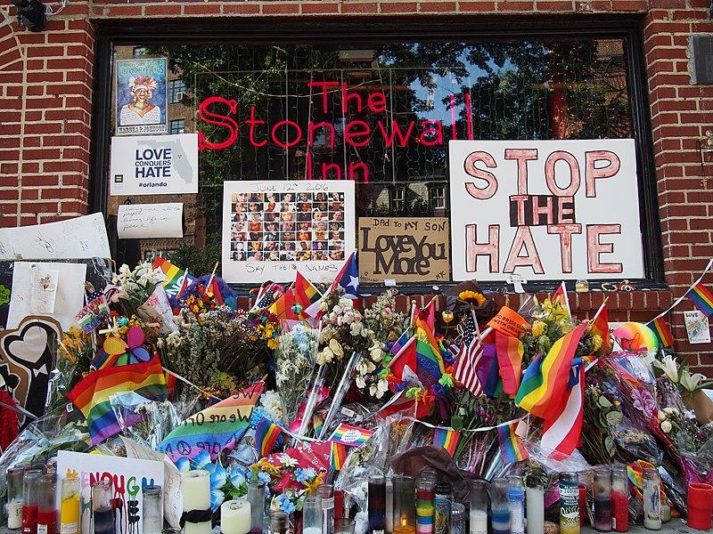 Stonewall Inn 10 pride weekend 2016.jpg