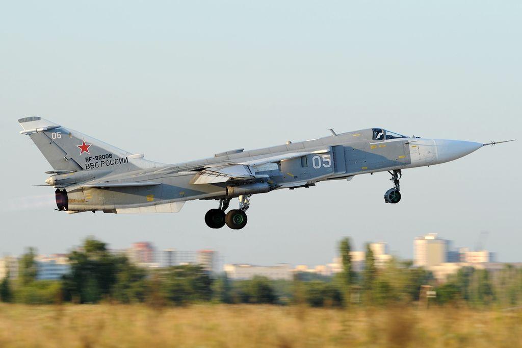 المقاتله Su-24 Fencer القاذفه  1024px-Sukhoi_Su-24M2%2C_Russia_-_Air_Force_AN1995080