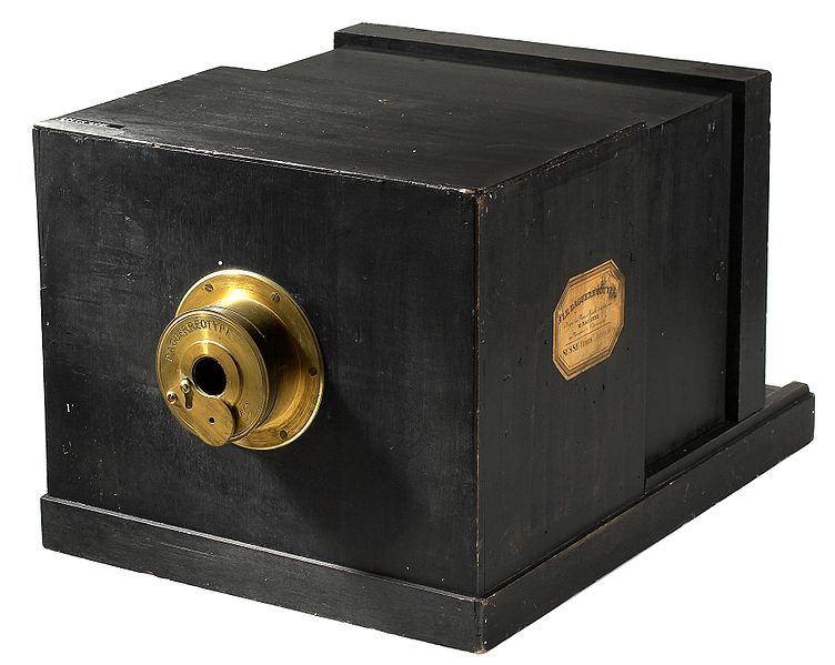 File:Susse Frére Daguerreotype camera 1839.jpg