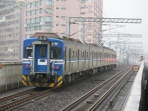 Taiwan Railway EMU500 series - Image: TRA EMU517 in Xike Station 2016 04 11