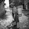 Tako nosijo na Bukovem v brenti vodo 1954.jpg
