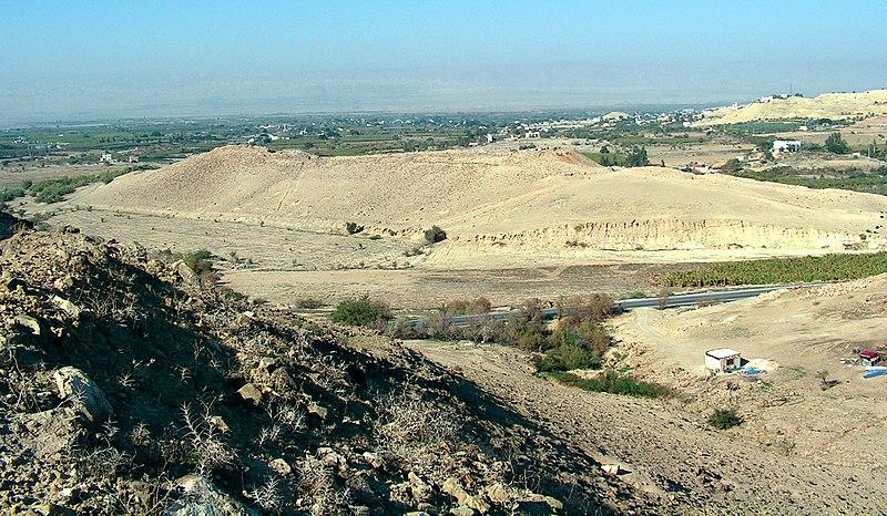 File:Tall el-Hammam overlooking the Jordan Valley 2007.jpg
