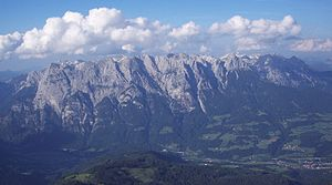 Tennen Mountains - The Tennen Mountains from the southwest, on the right the hill zone of Werfen-St.-Martin Schuppen Zone