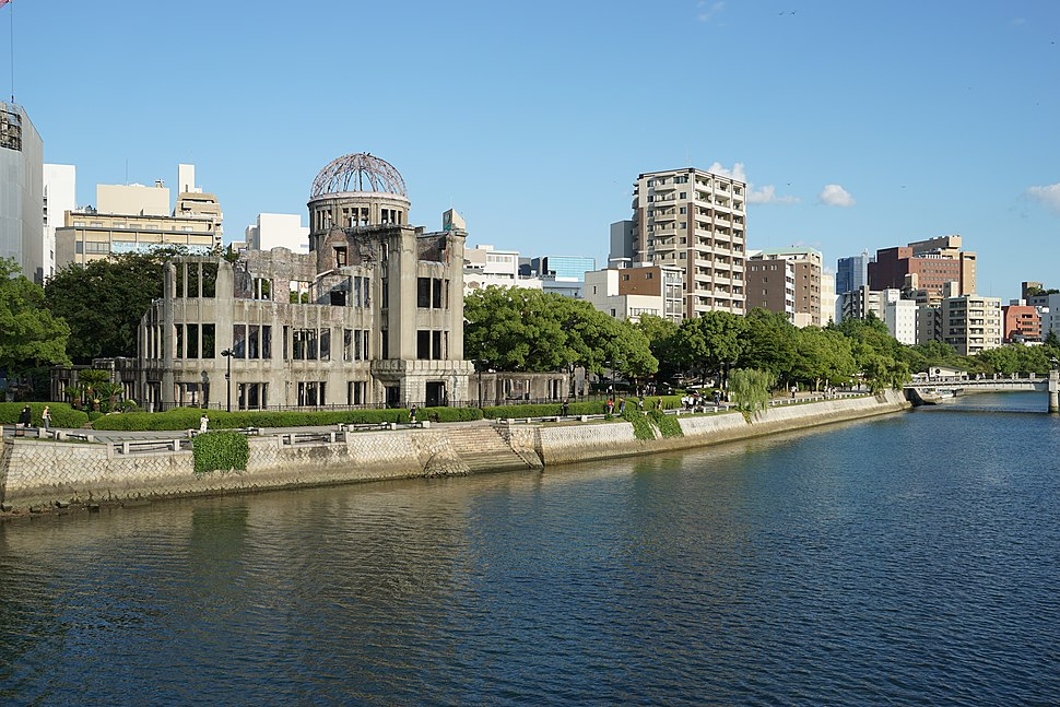 """The A-Bomb Dome and oyster boat """"Kanawa""""(2015.08.22)"""