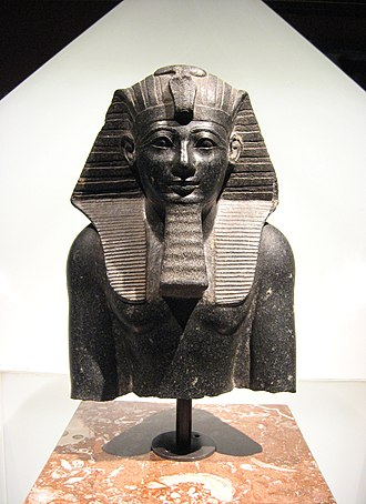 New Kingdom of Egypt - Image: Thutmosis III wien front