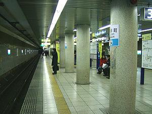 Ōtemachi Station (Tokyo) - Image: Tokyo Metro otemachi platform tozai line
