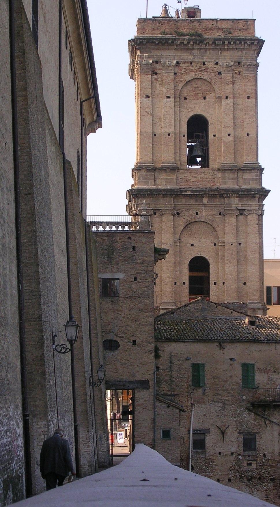 Torre campanaria vista dal ponte diocleziano