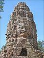 Tour à visages du gopura ouest du temple Ta Prohm (Angkor) (6990988381).jpg
