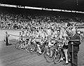 Tour de France , vertrek uit Amsterdam, Belgische ploeg bij startlijn stadion, Bestanddeelnr 906-5798.jpg