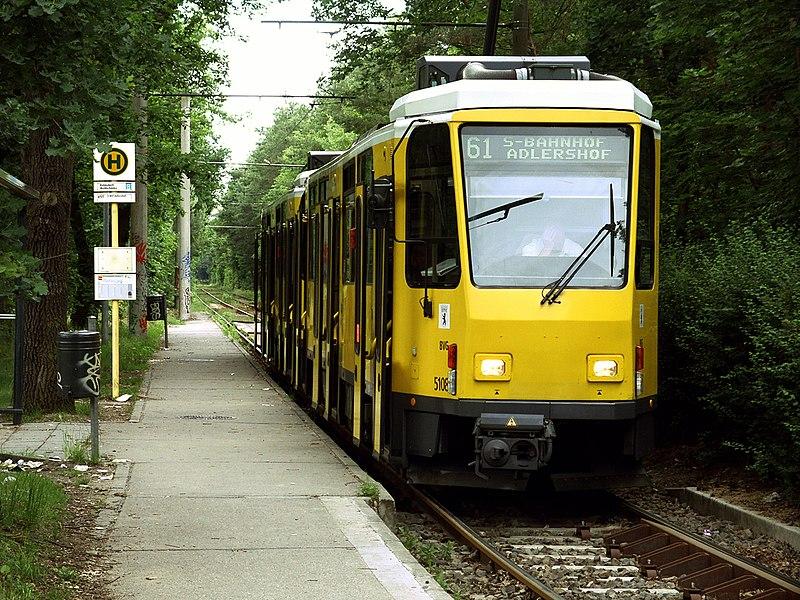 http://upload.wikimedia.org/wikipedia/commons/thumb/5/57/Tram_Rahnsdorf_01.jpg/800px-Tram_Rahnsdorf_01.jpg