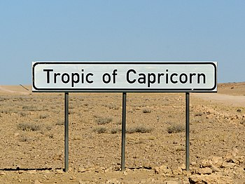 English: Tropic of Capricorn sign close to the...
