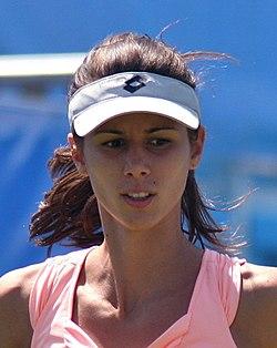 Tsvetana Pironkova 2011-06-14 B portrait.jpg