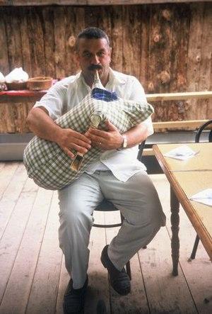 Tulum (bagpipe) - Image: Tulumcu
