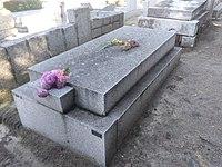 Tumba del teniente Castillo, cementerio civil de Madrid.jpg