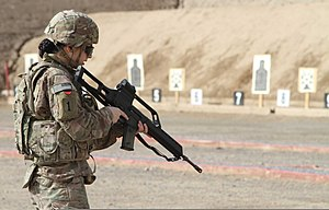 1st Aviation Regiment (United States) - A U.S. Army Specialist of the 1st Aviation Regiment holding a G36 rifle