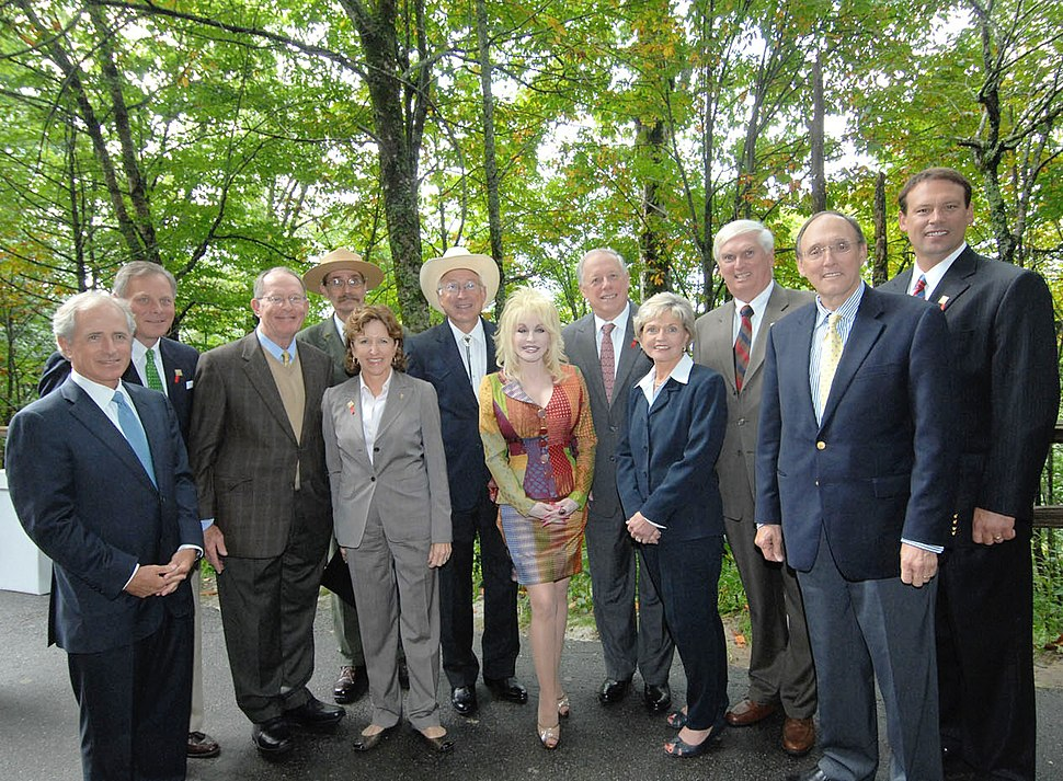 U.S. Senators Bob Corker, Richard Burr, Lamar Alexander, Congressman John Duncan among others at the Great Smoky Mountains National Park in 2009