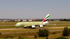 ファイル:UAE A380 F-WWAN!201 27may15 LFBO-3.webm